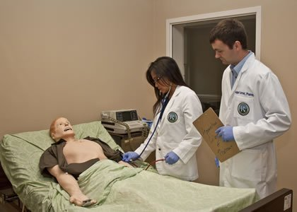 Students with SIMMan mannequin